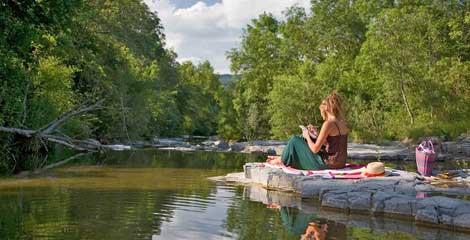 Camping sur une rivière